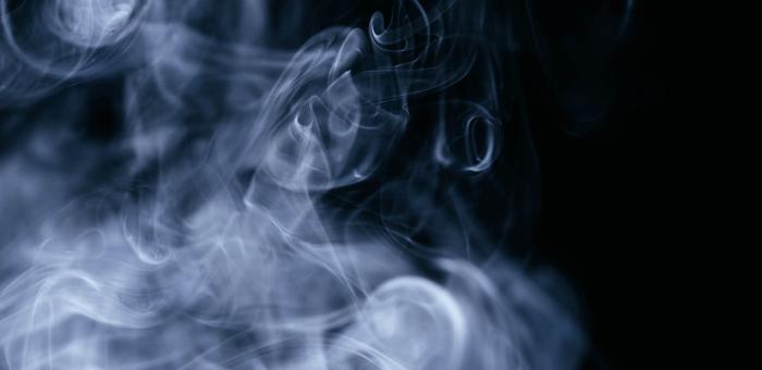 dym z białej szałwii